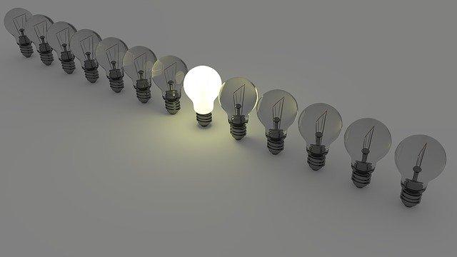 1つ光る電球