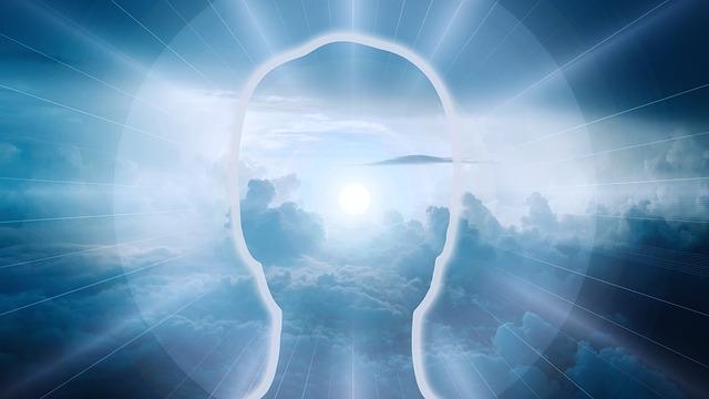 雲と頭のシルエット