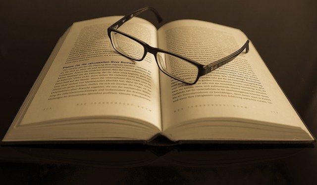洋書と眼鏡