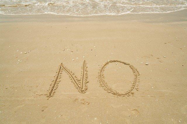 ビーチに書いたNO