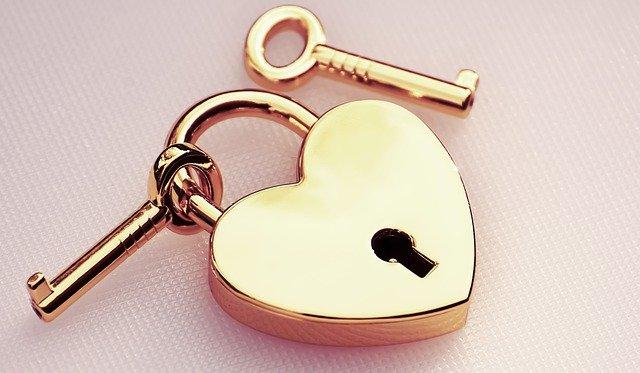 ハートの南京錠と鍵