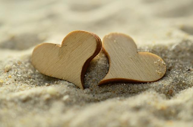 砂浜と木のハート